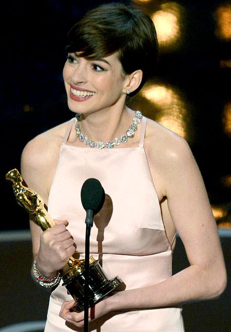 Spectacular Sat... Anne Hathaway Oscar Incident